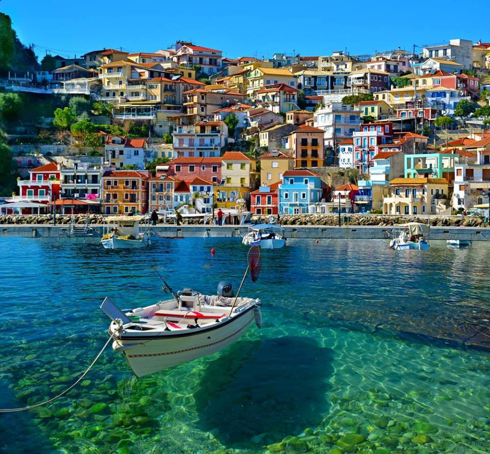 Beautiful colors and very clear water :-) <3