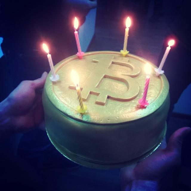С празднования дня рождения биткоина Ему уже 6 годиков стукнуло :)