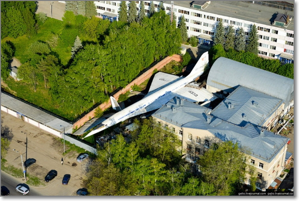 ТУ-144 во дворе. Казань. Россия.  Supersonic aircraft TU-144.