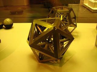 Figura 3. Icosaedro regular. A construção de nossos aplicativos em conceitos sólidos é uma garantia de qualidade que faz com que nossos projetos persistam no tempo.