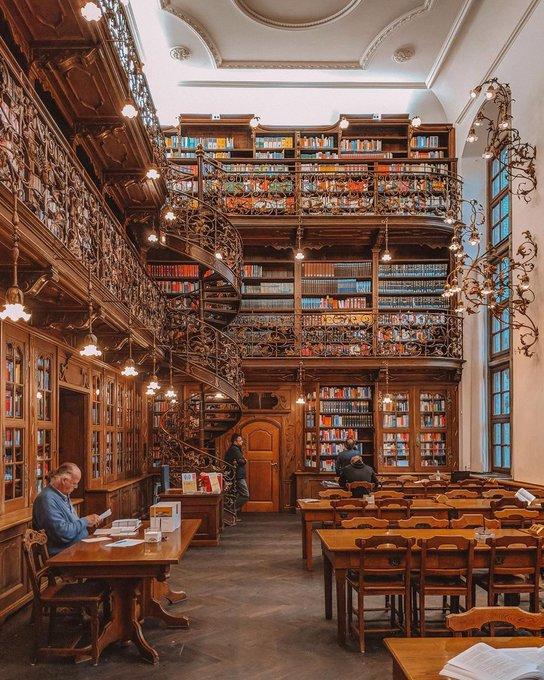 The Juristische Bibliothek in the New Town Hall
