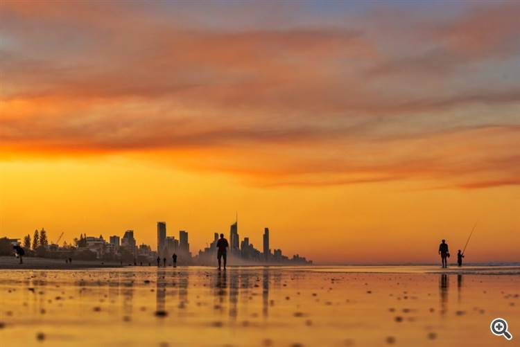 Smoke from Bush fires around the Gold Coast region by Glen Anderson