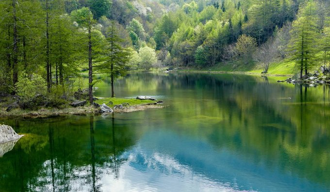 A tranquil green lake set in pristine nature