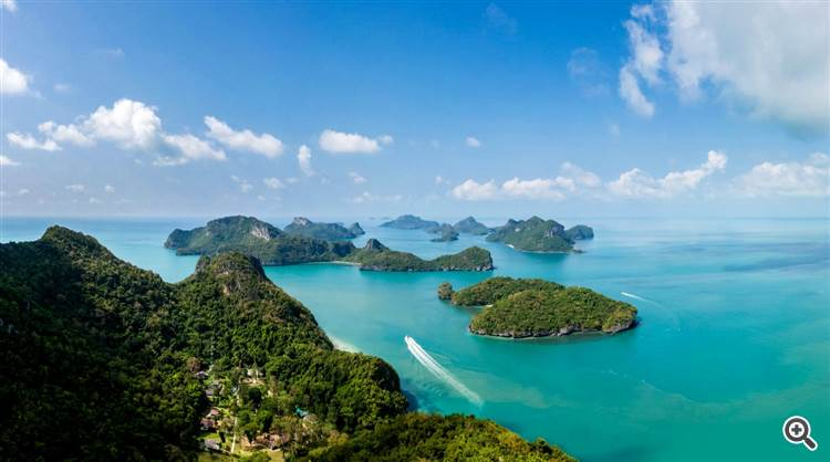 Gorgeous panorama with pristine ocean and tropical island