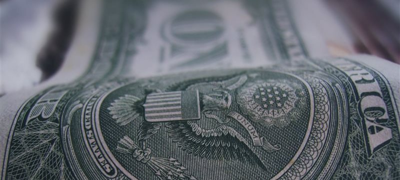 El dólar descende frente a la libra y al euro durante la jornada europea