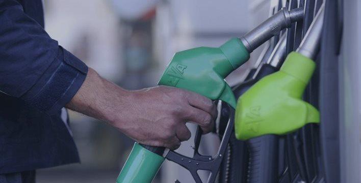La gasolina cae a precios de 2012, mientras que el gasóleo está en el nivel de 2011
