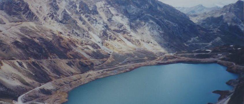 Firmas y sindicato de trabajadores de la mayor mina peruana de cobre y zinc dialogarán ante la amenaza de huelga