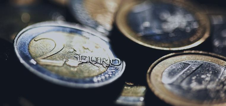 El euro, en mínimos de más de 2 años; el franco suizo bajó frente a la libra y dólar