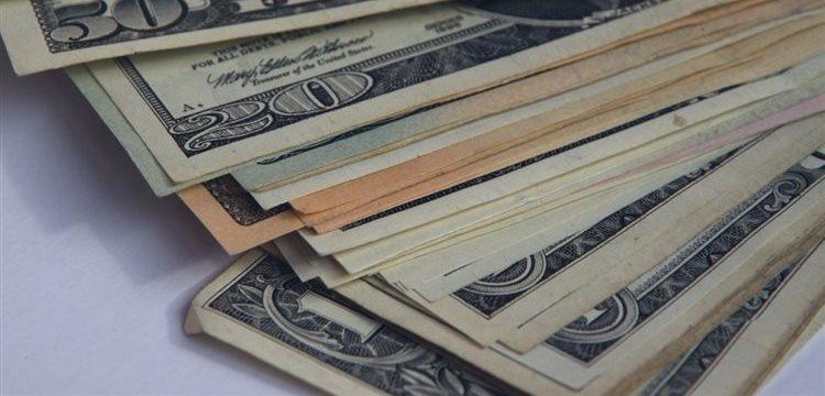 Em meio à incerteza, compra de dólares bate recordes na Argentina