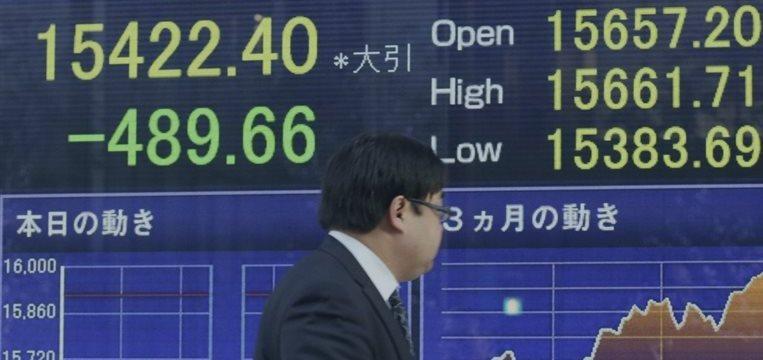 Tokio logra su máximo en 7 años por el yen y el retraso del aumento del IVA