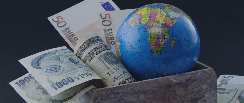 El billete verde, al alza frente al euro y al franco suizo en Europa