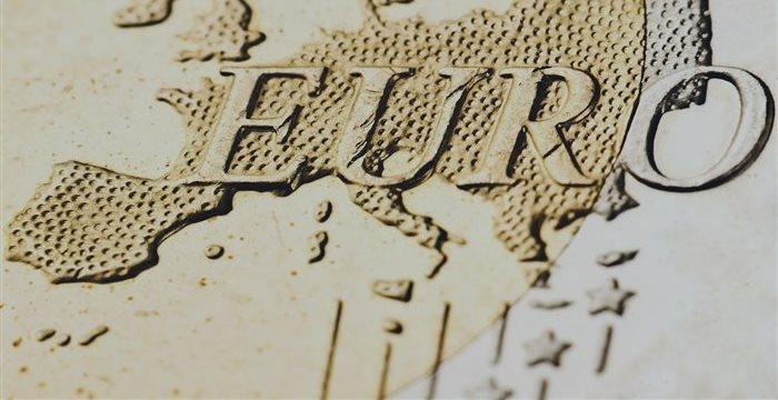 El euro, alrededor de mínimos de 26 meses frente al estable dólar