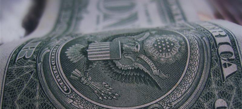 El dólar disminuyó frente a la libra y al euro durante las negociaciones en Europa