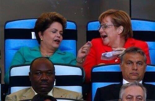 Ангела Меркель и Дилма Русеф. Футбол смотрят.