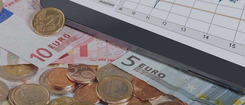 El euro, en mínimos de 2 años frente al dólar ante las expectativas de relajación del BCE