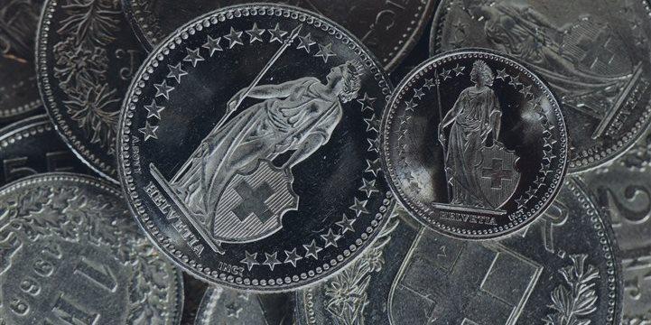 El franco suizo está al alza con respecto al dólar y la libra esterlina durante la sesión europea