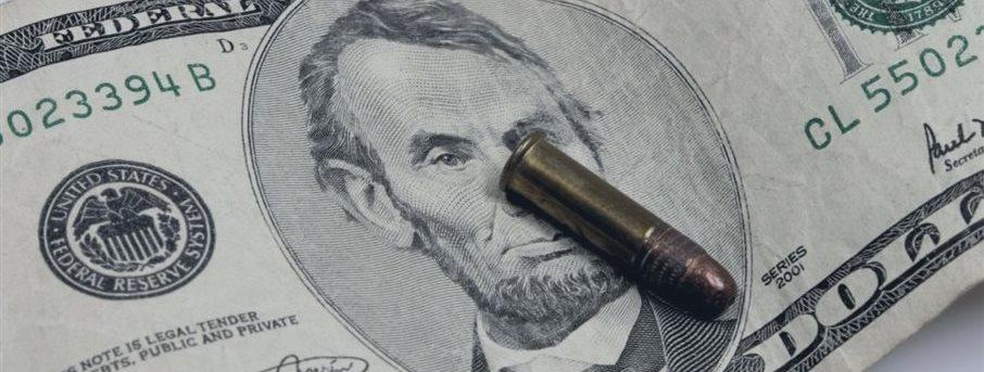 Своими санкциями США уничтожают доллар