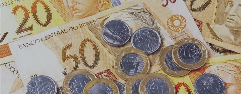 Capitulación con alzas para la bolsa de Brasil estimulada por acciones de bancos y Petrobras
