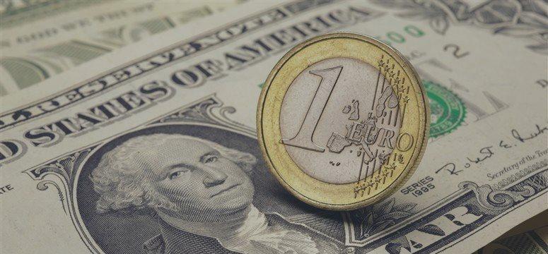 El dólar, al alza frente al euro y el franco suizo durante la jornada europea