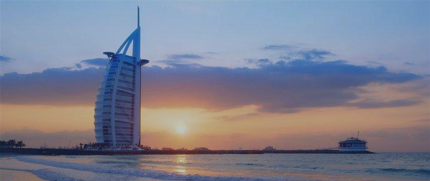 迪拜高薪聘中文人才 无需学历工资过万