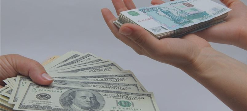La moneda de Rusia sufre una espantosa caída y llega al punto de 100 rublos por un euro