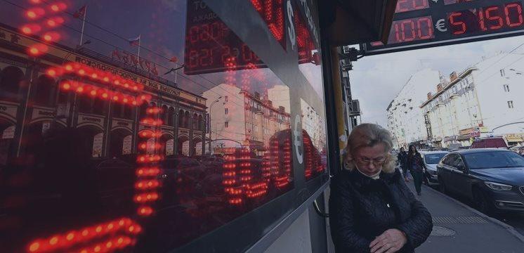 La moneda rusa sufre nuevas caídas, lanzando un desafío a Vladimir Putin
