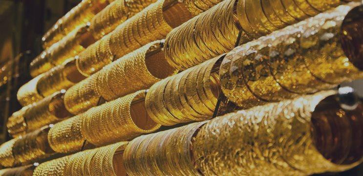 Oro se negocia estable el viernes ante avance del dólar