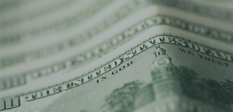 Dólar sobe em dia de volume fraco com a proximidade do feriado