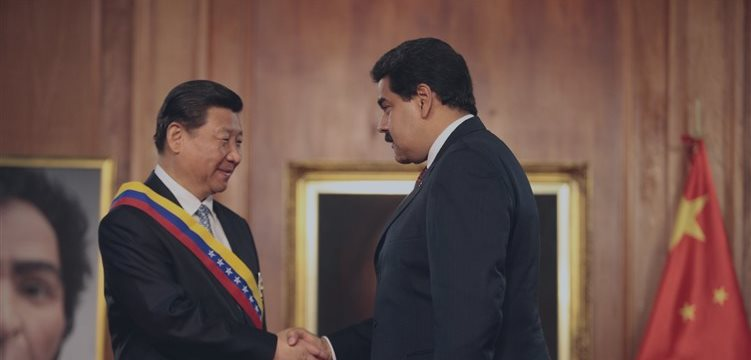 Presidente da Venezuela viaja à China para buscar apoio contra queda dos preços do petróleo