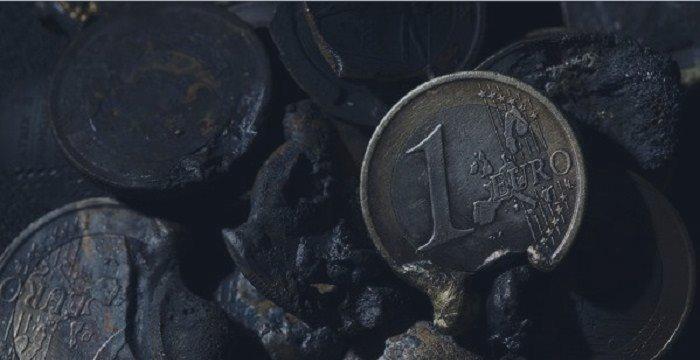 Начало конца? Центральные банки «экстренно сбрасывают» евро