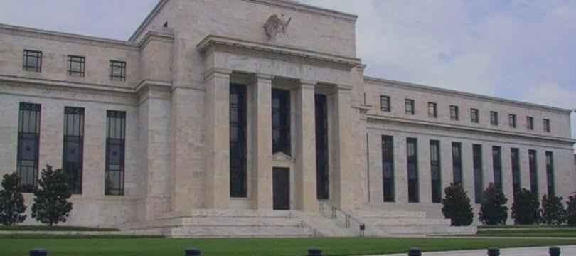 Operadores nos EUA se posicionam para ação mais tardia do Fed