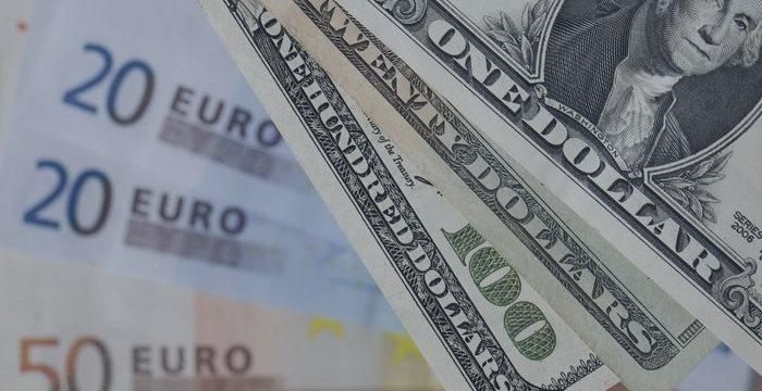 Евро вырос против доллара перед заседанием ЕЦБ на 0,23%