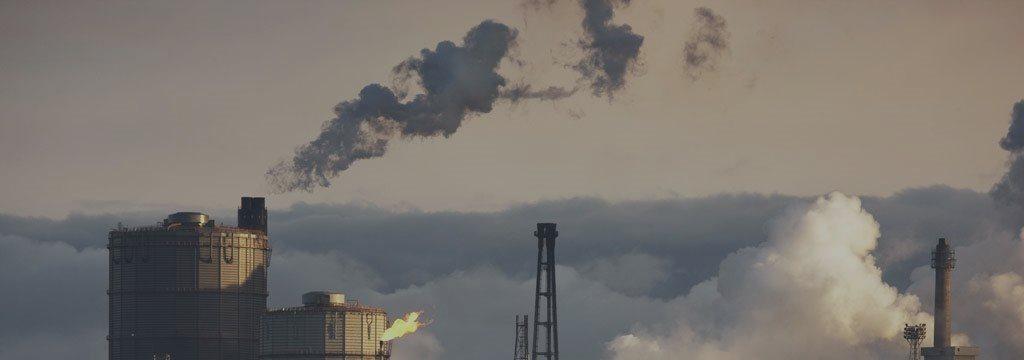 Petróleo interrompe rali e cai com sinais de que oferta permanece excessiva
