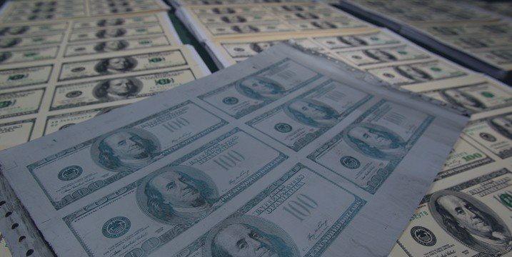 Juros futuros sobem acompanhando disparada do dólar
