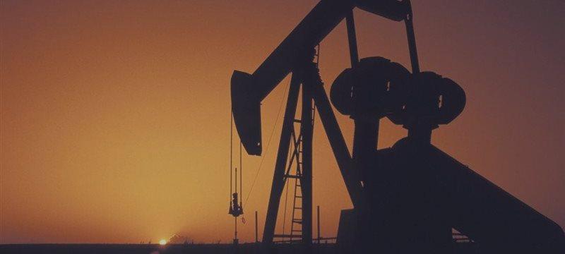 Нефть снижается четвертую неделю подряд