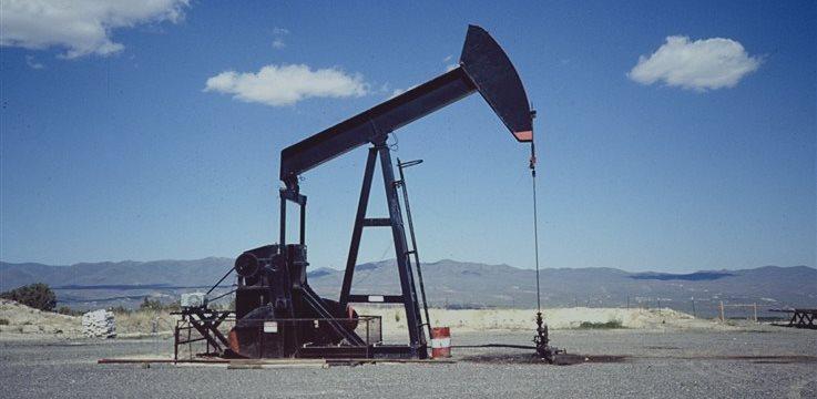 Petróleo fecha em queda antes do vencimento na próxima semana