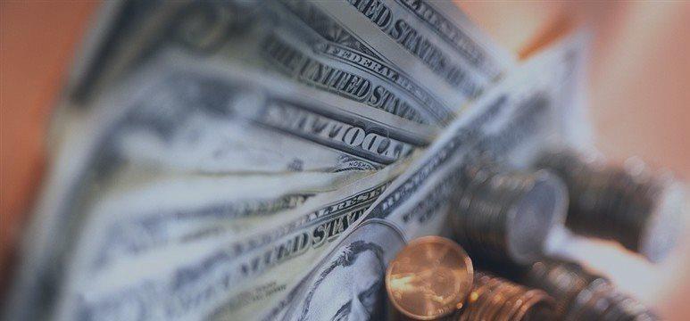 Dólar abre em queda, porém ainda acima de R$ 3,20