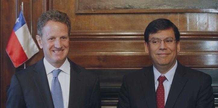 El ministro de Hacienda chileno revisa la coyuntura económica con Timothy Geithner