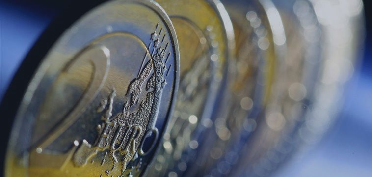 Euro touches session highs on data showing German business confidence improves