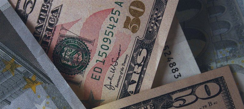 Dollar higher vs euro and yen ahead of US data