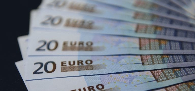 Boas notícias para a zona do euro: desemprego cai e inflação melhora