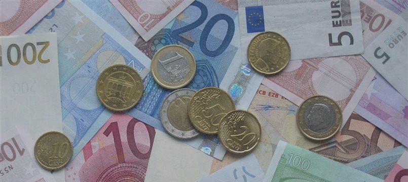 Euro sigue en aumento frente a las principales monedas
