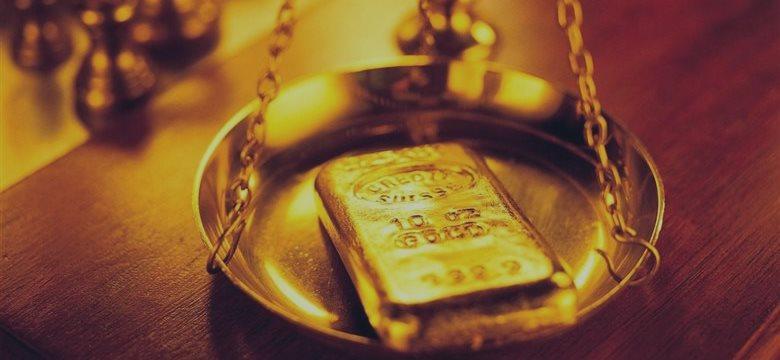 黄金衬衣亮相 黄金服饰价值超过三百万元