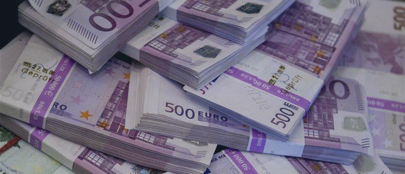 Евро впервые в этом году упал ниже 60 руб. на Московской бирже