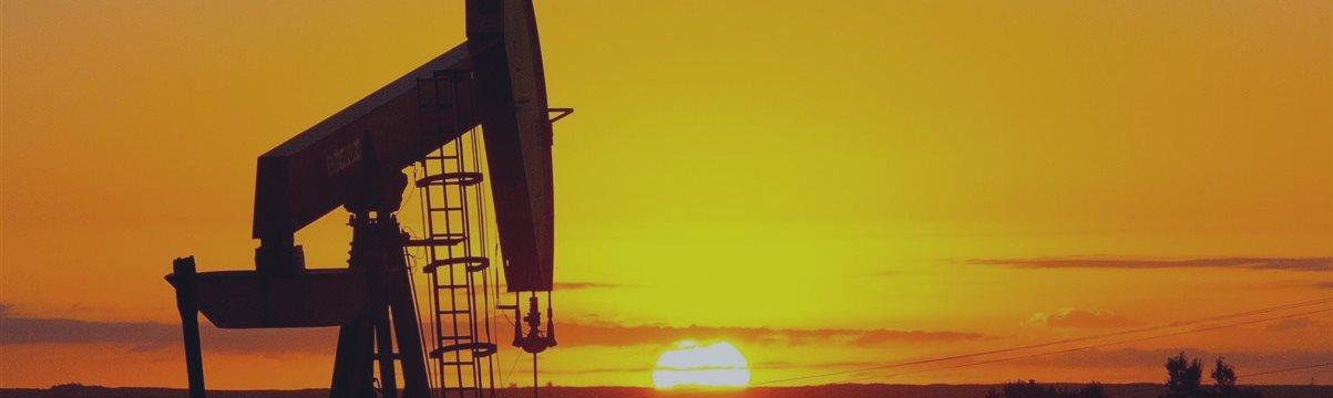 Нефть дешевеет на росте запасов в США и на обильных саудовских поставках