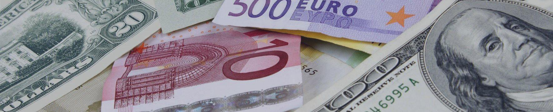 Доллар снова укрепляется, евро и фунт падают, осси удивляет