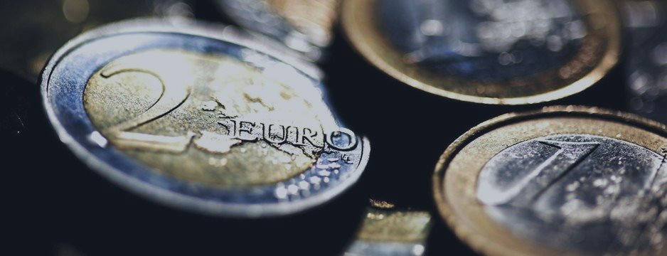 Euro trims losses vs dollar, but Greece worries weigh