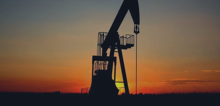 Trading the Oil Price - Advantages of Investing in Oil Futures