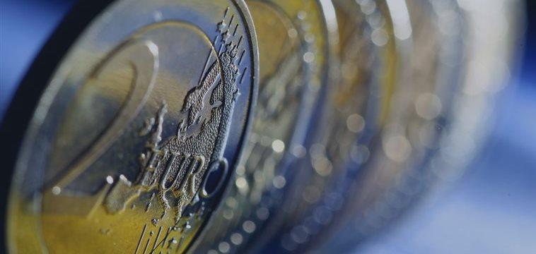 Euro lower vs dollar on news from ECB