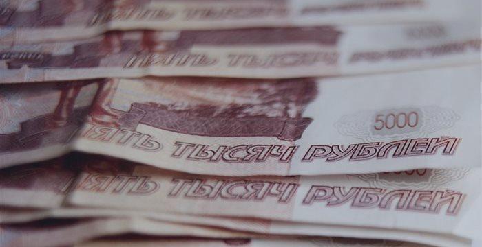 Рубль упал на 3,7% после выхода экономических отчетов